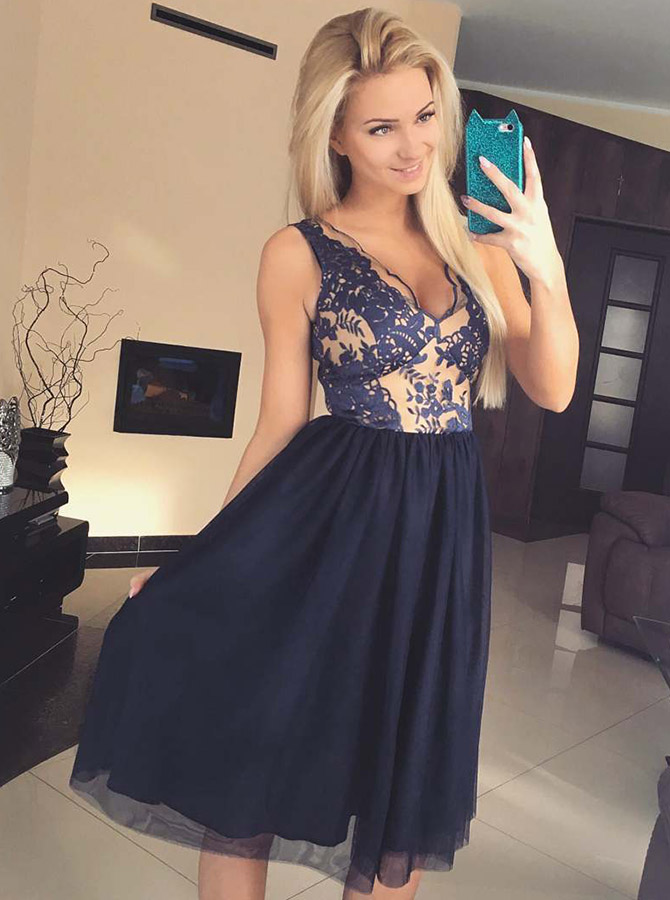 Simple-dress / A-Line V-Neck Knee Length Blue Tulle Homecoming Dress with Appliques