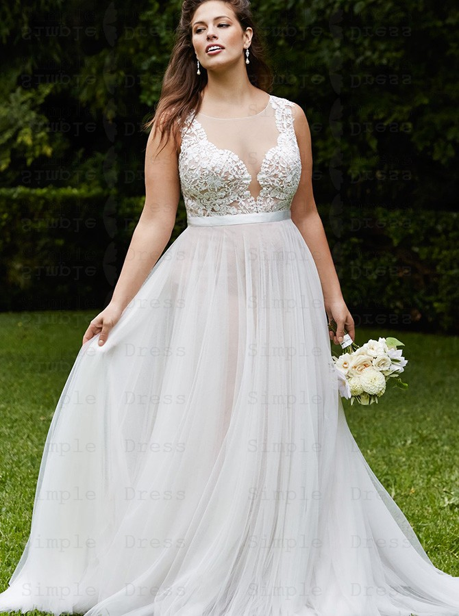 Plus Size A-Line Round Neck Court Train Tulle Wedding Dress with Appliques