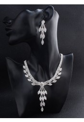 Fashionable Silver Alloy Women's Jewelry Sets with Crystal (Set of 2)