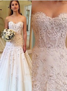 Elegant Swetheart Sweep Train Beach Wedding Dress with Lace Appliques