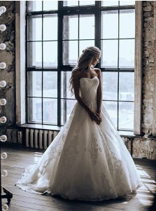 Modest Sweetheart Ball Gown Sweep Train Tulle Wedding Dress with Appliques