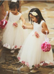 A-Line Round Neck Ankle Length White Tulle Flower Girl Dress with Flowers