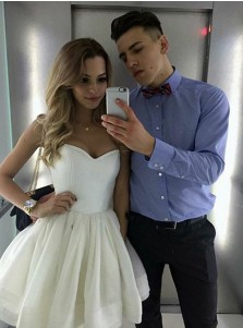 A-Line Sweetheart Short White Tiered Tulle Homecoming Dress