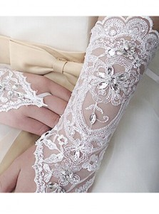 Fingerless Lace Appliques White Bridal Gloves With Rhinestones