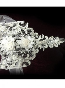 Fingerless Wrist Length Lace Bridal Gloves With Rhinestones