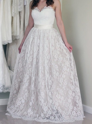 Stylish Sweetheart Sleeveless Long White Wedding Dress with Lace
