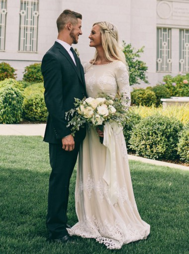 A-Line Bateau Long Sleeves Ivory Tulle Wedding Dress with Appliques