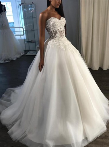 A-Line Sweetheart Sweep Train Tulle Appliques Wedding Dress