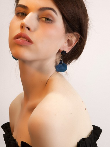 Vintage Blue Flower Shape Resin Earring