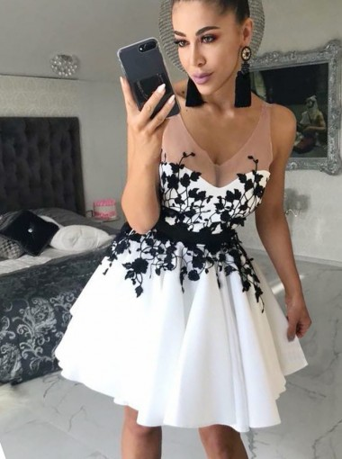 A-Line Scoop Short White Homecoming Prom Dress with Appliques