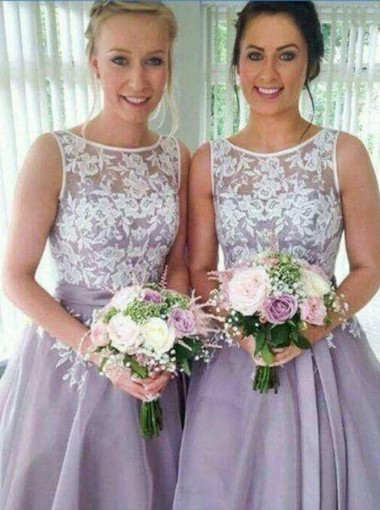 Classic A-line Short Bridesmaid Dress with White Lace Appliques