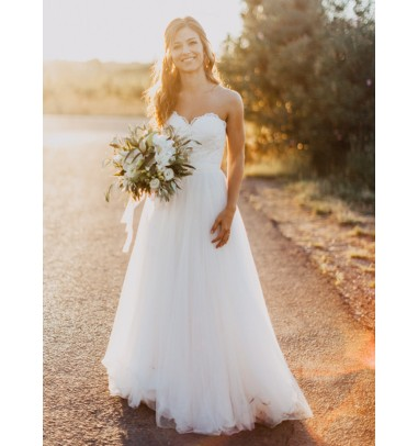 Exquisite Sweetheart A-line White Wedding Dress with Lace