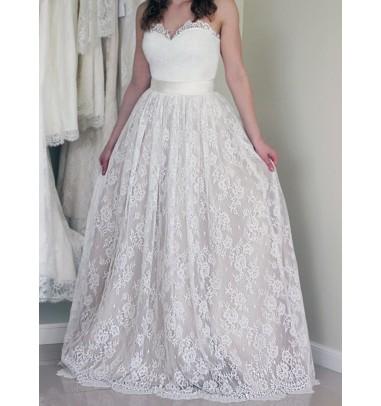 Stylish Sweetheart Sleeveless Long White Wedding Dress with Lace